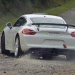 Porsche Cayman GT4 - na trasie rajdu widok z tyłu
