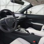 Lexus UX - wnętrze przód