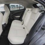 Lexus UX - wnętrze, tylna kanapa